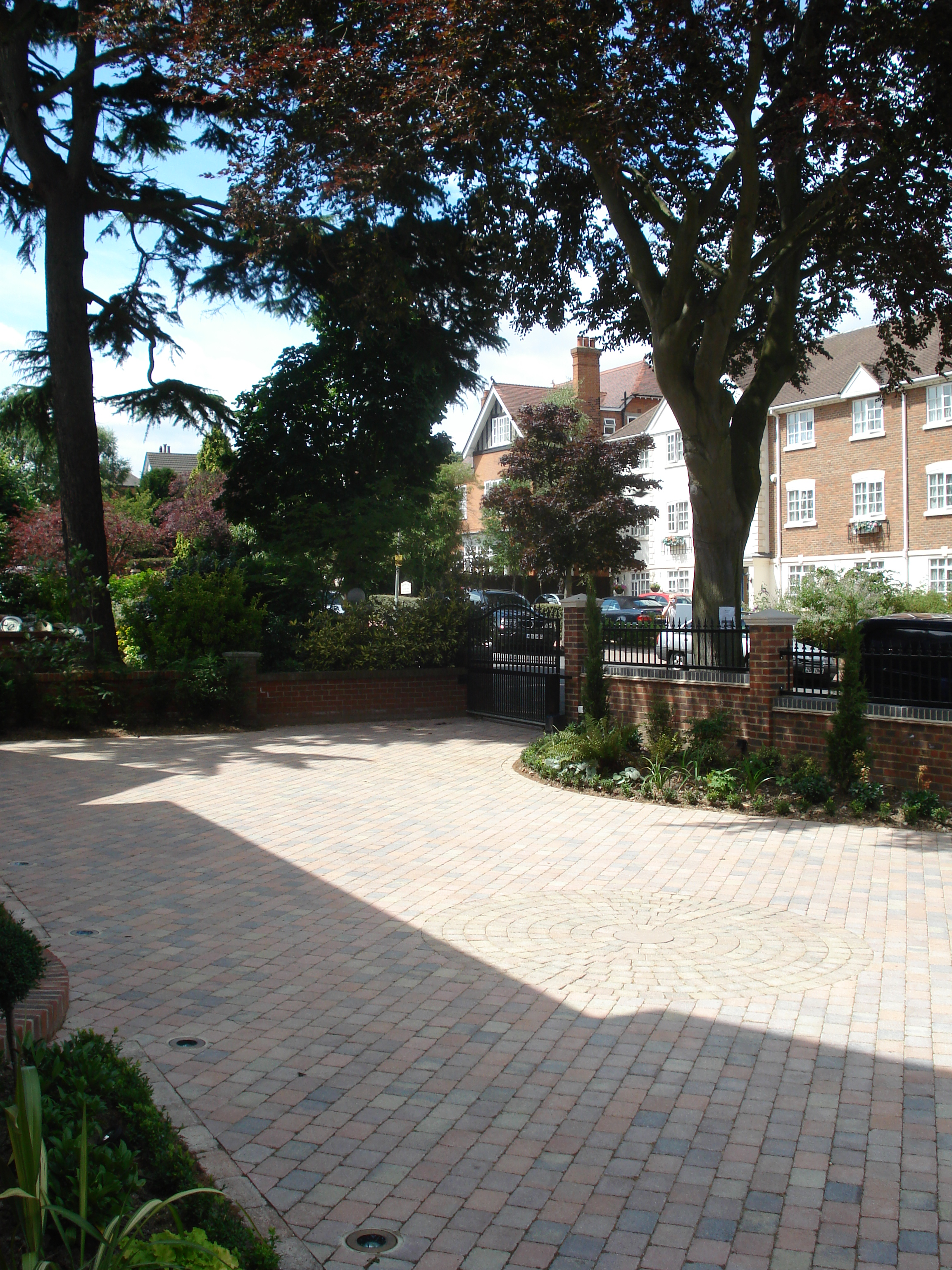 Front Garden - Parking space viewed from the other side